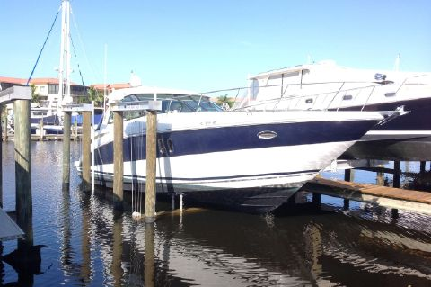 2008 Cruisers 390 Sport Coupe - Starboard Bow