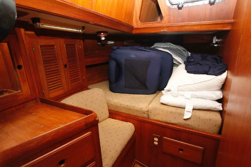 1986 Kaufman Cutter - Kaufman 49 October 2018 Starboard Quarter Berth