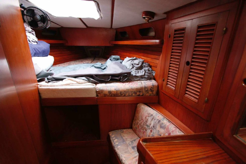 1986 Kaufman Cutter - Kaufman 49 October 2018 Portside Quarter Berth