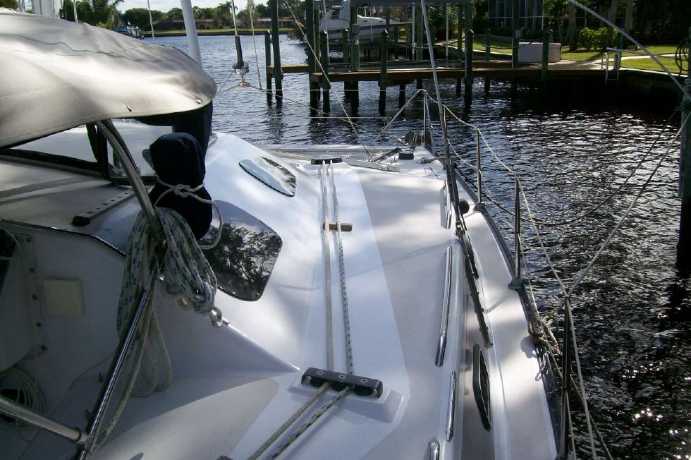 1990 PDQ Fantastic Condition - Starboard Deck