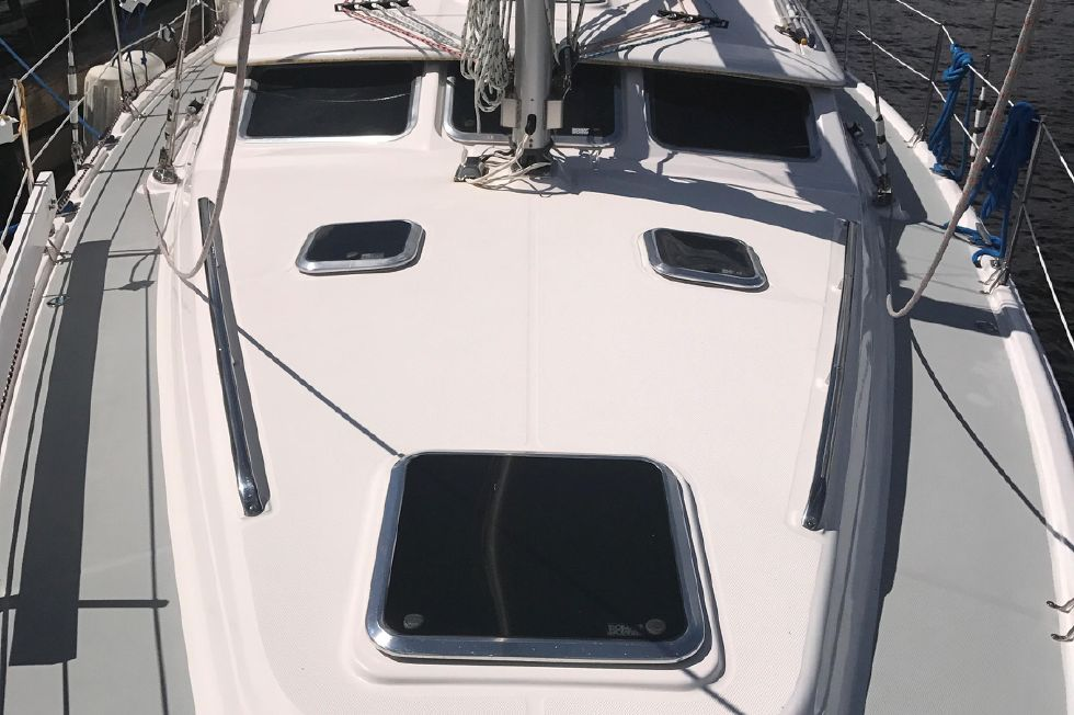 2003 Hunter Deck Salon 426 Edwards Yacht Sales