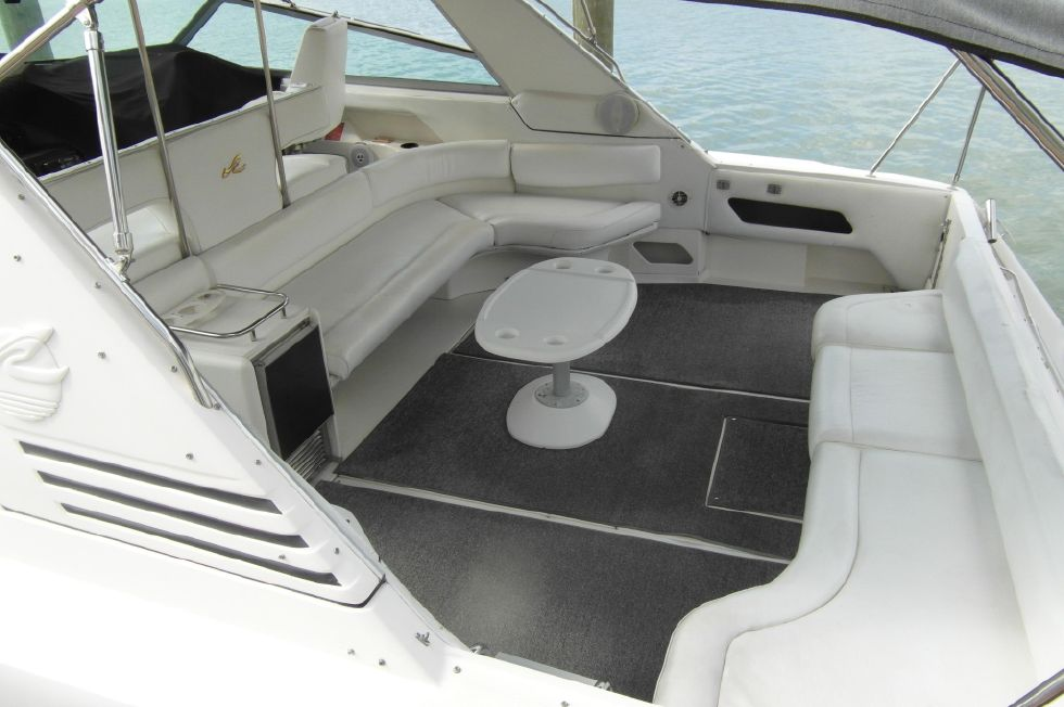 1993 Sea Ray 500 Cockpit Seating