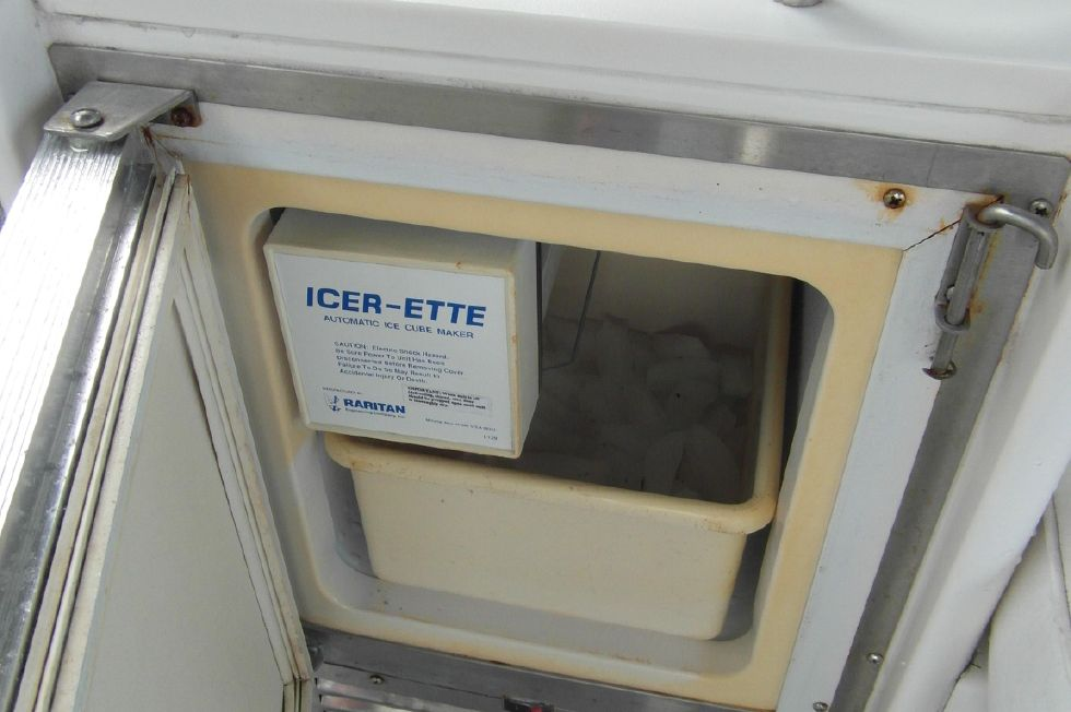 1993 Sea Ray 500 Cockpit Ice Maker