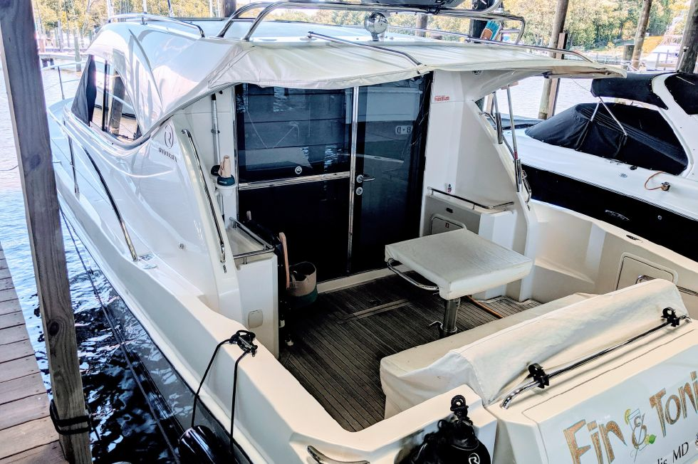 2007 Riviera 3600 Sport Yacht - Covered shed slip