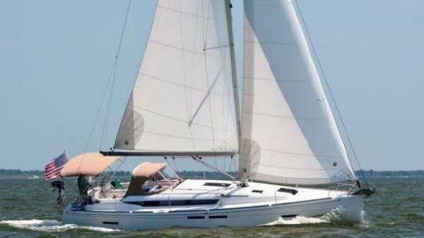 Jeanneau 409 Jeanneau 409 Under Sail