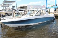 2021 Boston Whaler 380 Realm