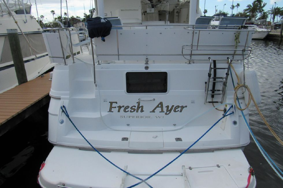 1998 Cruisers Yachts 3650 Motor Yacht Re-Powered