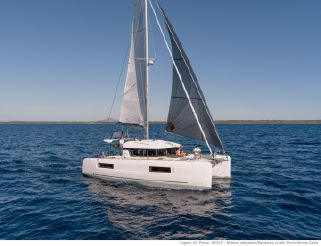 2021 Lagoon 40 Owners version
