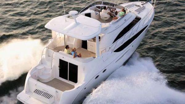 Meridian 459 Motoryacht Sistership underway