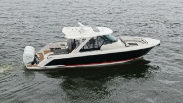 2020 Tiara Yachts 38LS