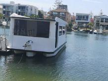2004 Custom Single Level Houseboat 34