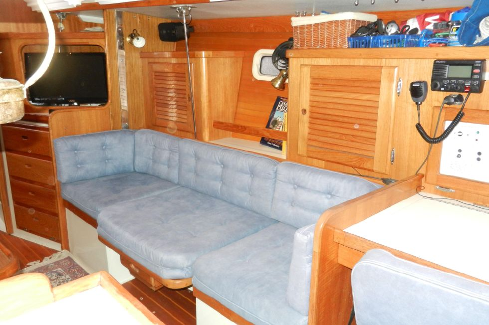 Starboard salon with full seating