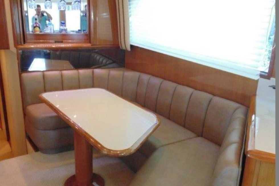 2001 Viking 61 Convertible - Dinette
