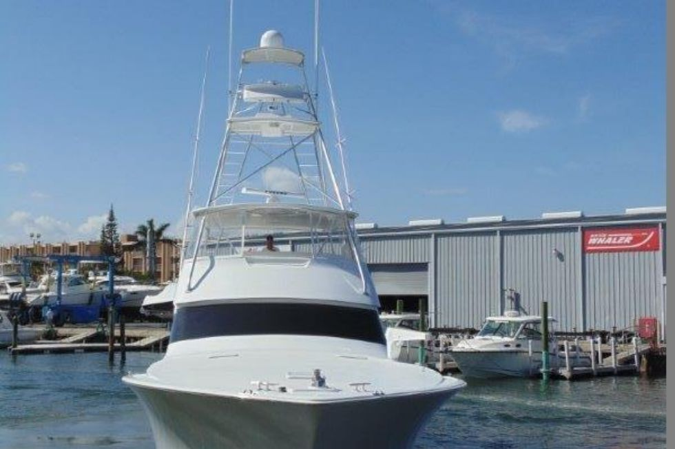 2001 Viking 61 Convertible - Bow Profile