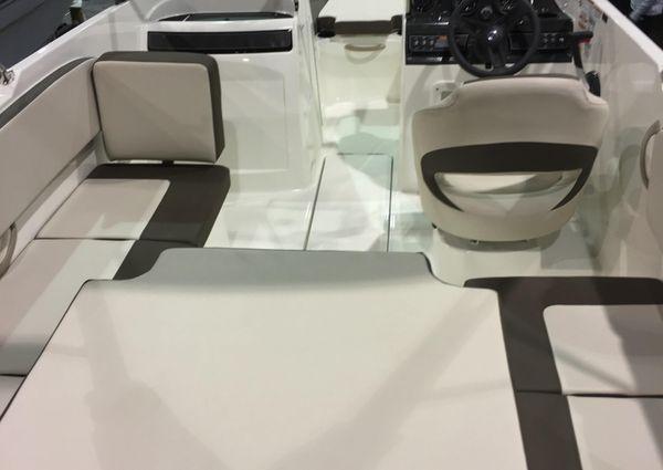 Bayliner VR4 image