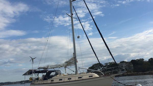 Island Packet 350 Tusen Takk at Anchor 1