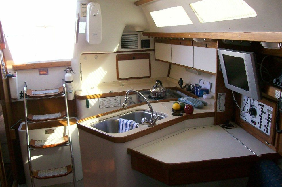 1995 Catalina 320 wing keel - Galley
