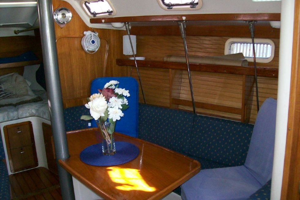 1995 Catalina 320 wing keel - Beautiful Dinette