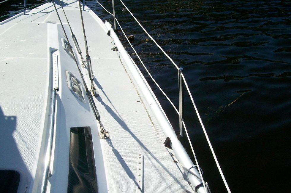 1995 Catalina 320 wing keel - Side Deck
