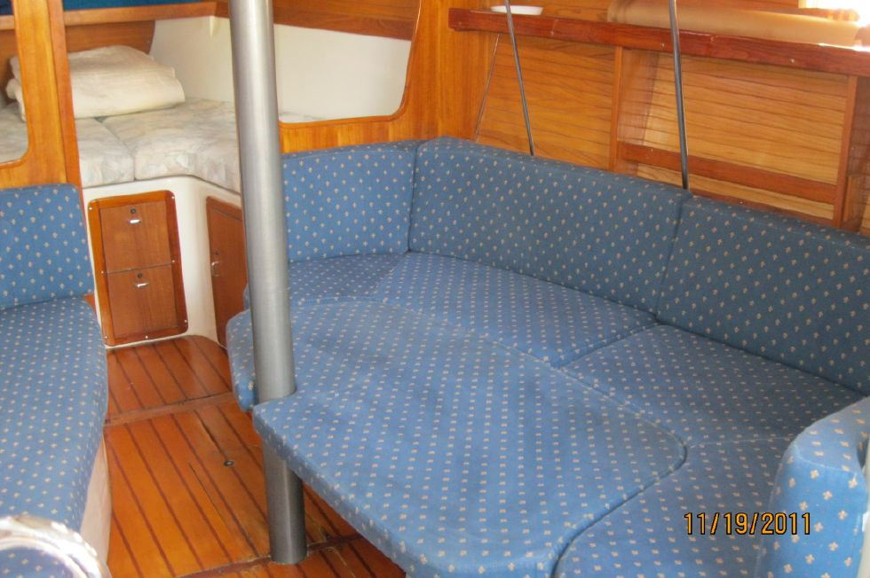 1995 Catalina 320 wing keel - Converted to Berth
