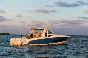 2022 Boston Whaler 420 Outrage