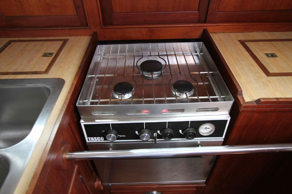 1985 Shannon Cutter - Shannon 38 Propane Stove