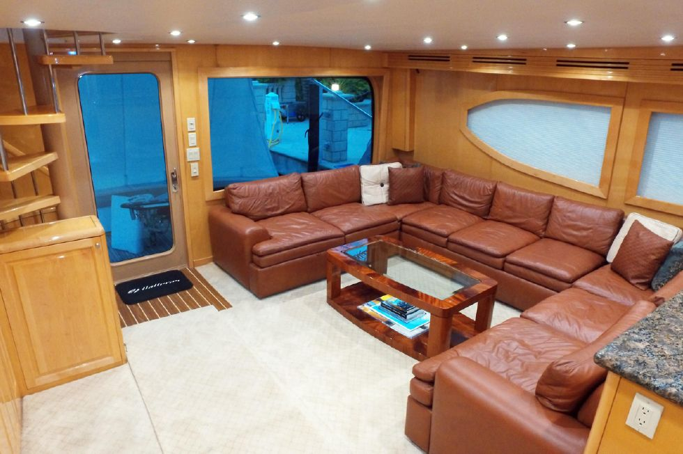 2006 Hatteras Enclosed Bridge - Salon