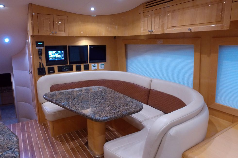 2006 Hatteras Enclosed Bridge - Dining Settee