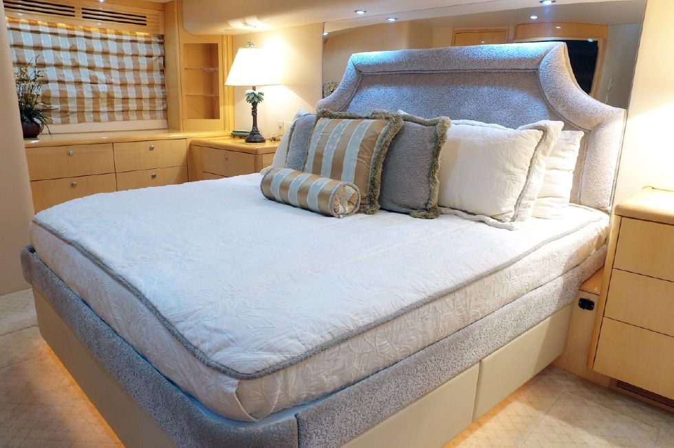 2006 Hatteras Enclosed Bridge - Master Stateroom