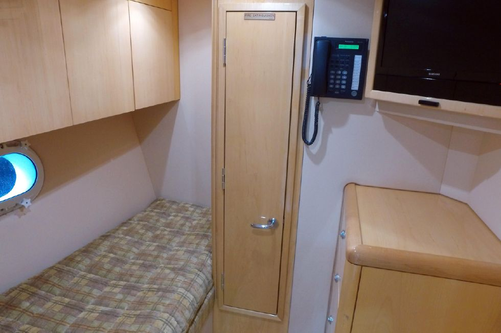 2006 Hatteras Enclosed Bridge - Crew Quarters / Guest Stateroom