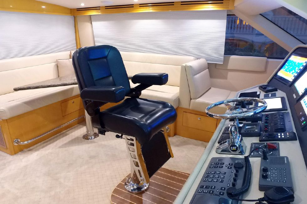 2006 Hatteras Enclosed Bridge - Flybridge