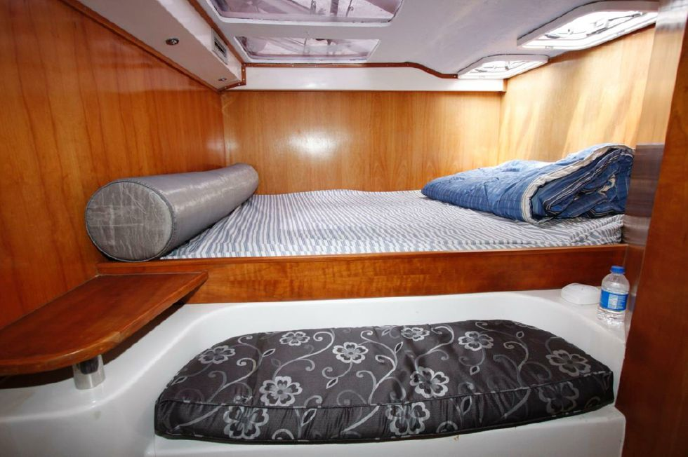 King Size Master Berth (1 of 2)