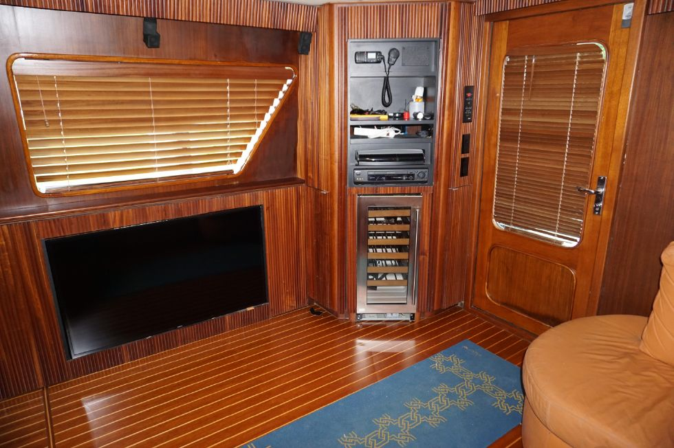 1989 Hatteras 65 Enclosed Bridge