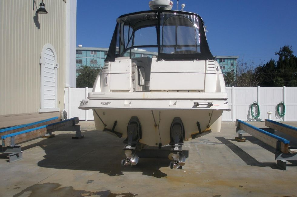 2007 Larson Cabrio 330 / TWIN 57GI-DP - Aft View