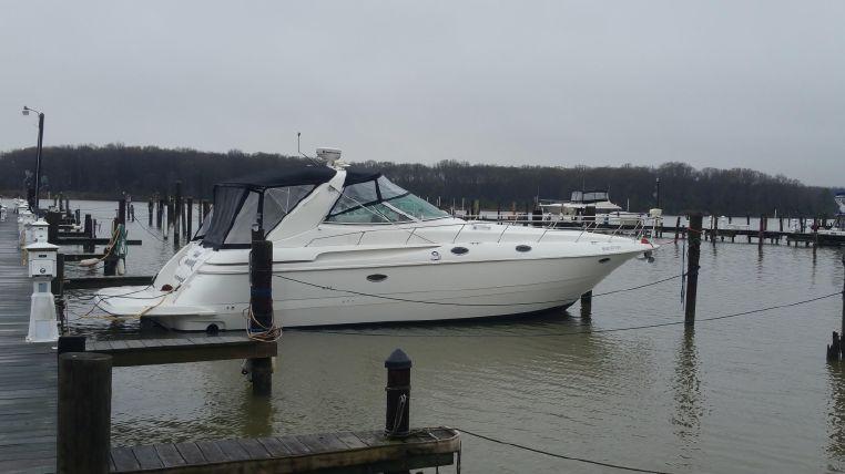 2000 Cruisers Yachts