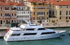1991 Motor Yacht 120 by Lloyds