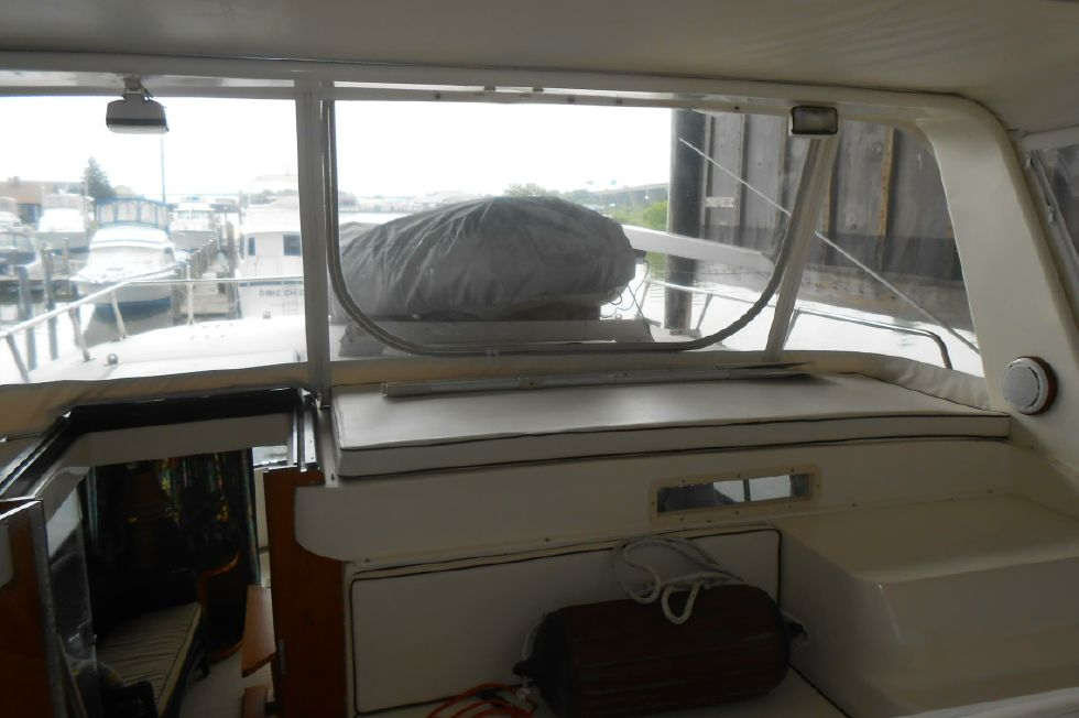 1985 Atlantic Motoryacht - Inflatable dinghy with low profile davit