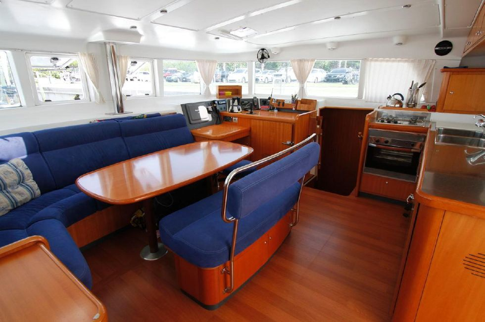 Lagoon 440 Salon 'n Galley
