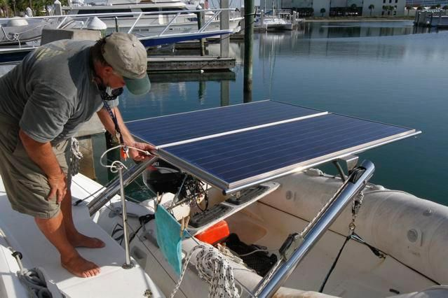 Lagoon 440 Pivoting Solar Panels