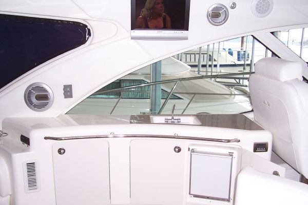 2008 Sea Ray 55 Sundancer - Cockpit wetbar / flatscreen tv / upgraded stereo