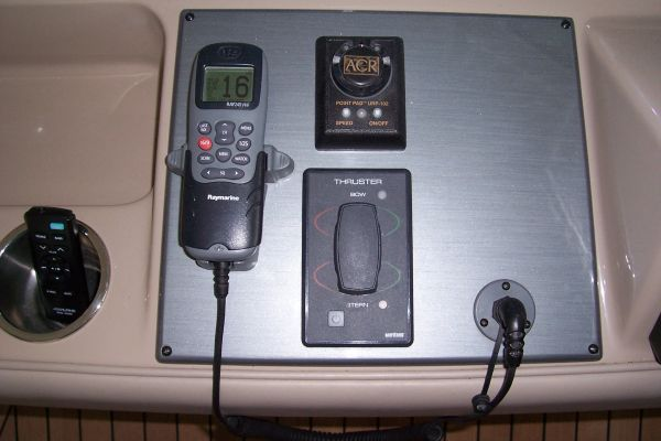 Bow & Stern Thruster Controls / VHF