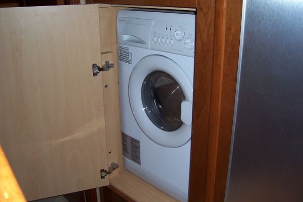 2008 Sea Ray 55 Sundancer - Washer / Dryer
