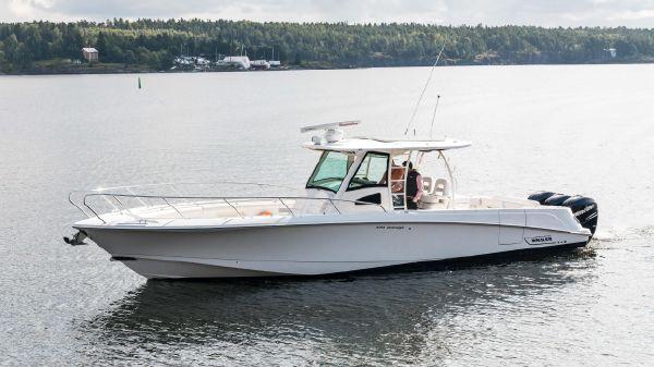 Boston Whaler 370 Outrage