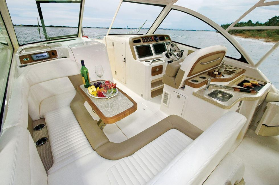 2016 Grady-White 375 Freedom - Helm and Lounge - Sistership