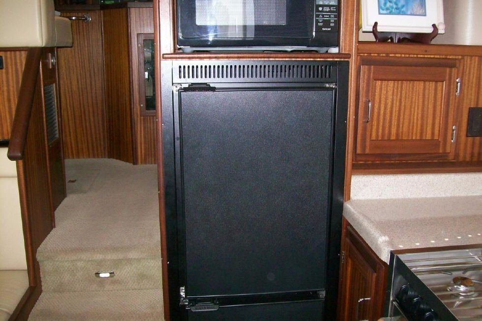Refrigerator/Freezer and Microwave