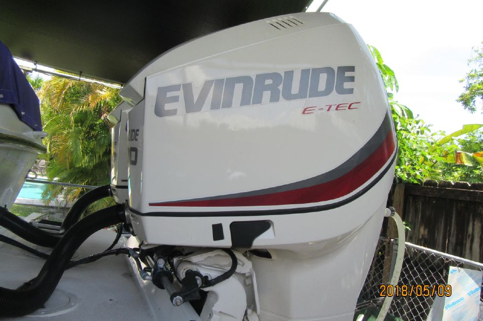 1988 Cigarette 31 BULLET - 2014 EV E-TEC 300C - 30 HOURS - ALL OPTIONS NEW !