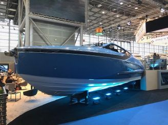 2020 Fairline F-Line 33 outboard