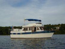 1984 Universal Marine Hampton Bay 39