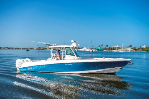 2015 Boston Whaler 35 Outrage - Profile
