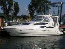 2004 Cruisers Yachts 455 Express Motor Yacht